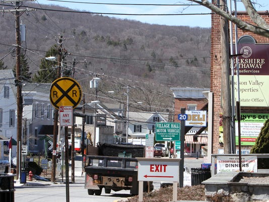 DOWNTOWN PAWLING