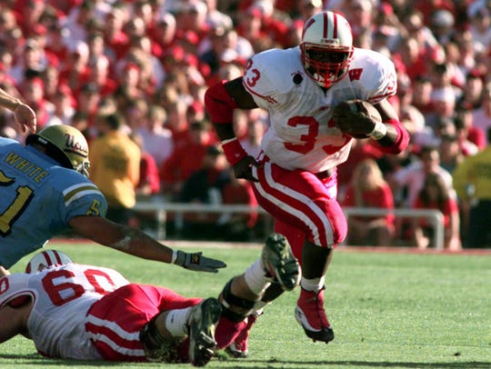 Former Wisconsin running back Ron Dayne (33), the 1999