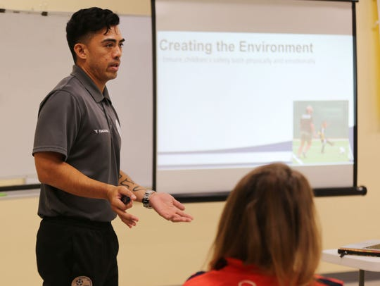 Dominic Gadia conducts an Introduction to Coaching
