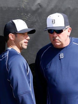Tigers manager Brad Ausmus, left, talks with pitching coach Jeff Jones as they watch pitchers throw in the bullpen during 2015 spring training.