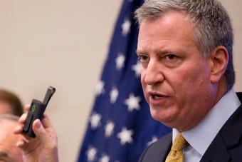 El alcalde de N.Y. anunció con un vídeo en YouTube que se presenta a la candidatura demócrata para las elecciones presidenciales de EE.UU.