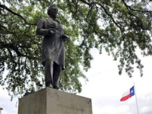 Jefferson Davis statue at the University of Texas (Photo: Associated Press)