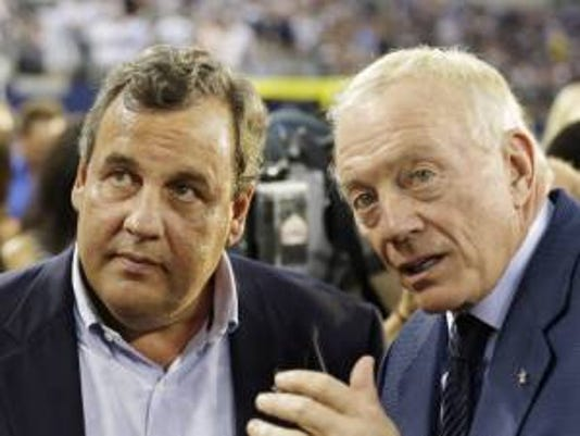 Chris Christie and Dallas Cowboys owner Jerry Jones (AP Photo)