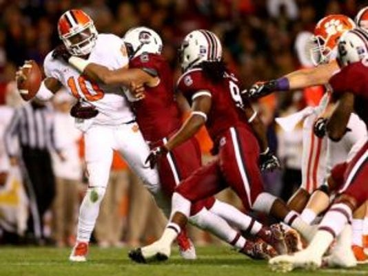 South Carolina linebacker Kaiwan Lewis, seen hitting Clemson's quarterback, will spend his final year of eligibility at Rutgers. (Photo: USA Today Sports)