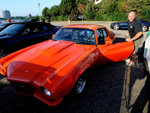 Camaros Light The Torch To Open Woodward Dream Cruise