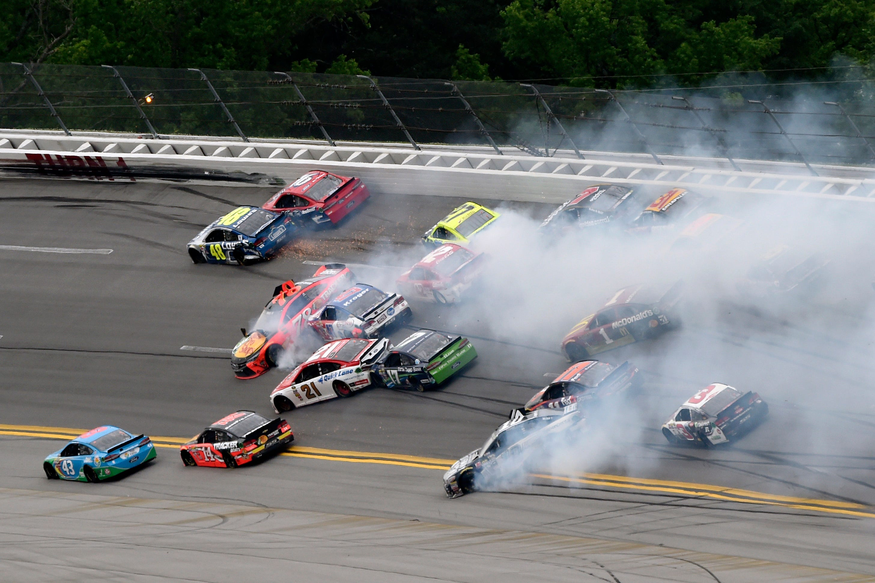 2016 NASCAR Daytona Sprint Unlimited HARD CRASH - YouTube