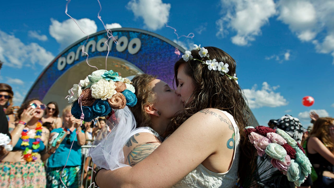 Bonnaroo wedding gets the party started
