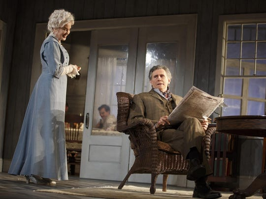 """Gabriel Byrne and Jessica Lange in """"Long Day's Journey"""