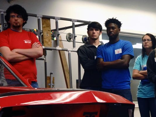 635962296566377723-High-school-students-learn-more-about-Louisiana-Tech-s-award-winning-eco-car-during-Engineering-and-Science-Day..jpg
