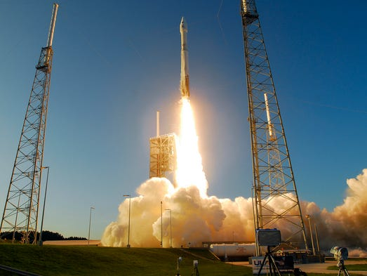 An Atlas V rocket lifts off from Launch Complex 41