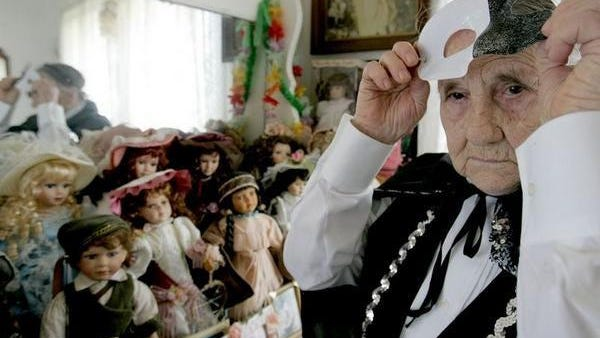 Pauline Frazier of Houma, La., prepares to ride a Mardi Grad float in 2006 at the age of 92. She turned 107 on Tuesday.