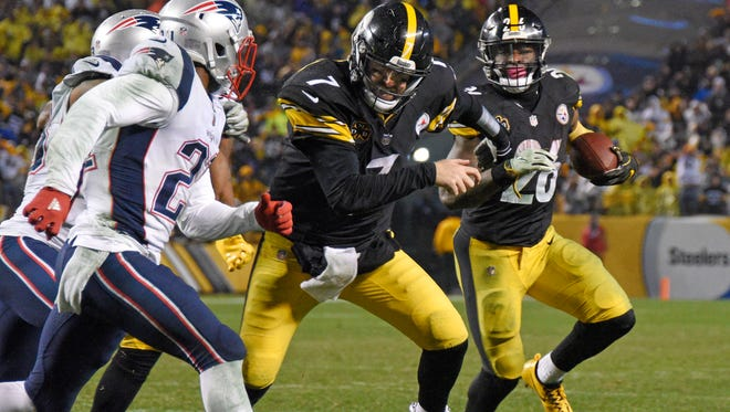 Pittsburgh Steelers quarterback Ben Roethlisberger (7) blocks for running back Le'Veon Bell (26) during the second half of an NFL football game against the New England Patriots in Pittsburgh, Sunday, Dec. 17, 2017.