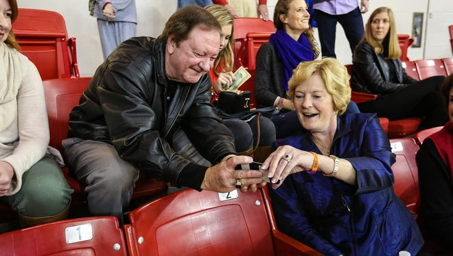 Pat Summitt, who passed away on Tuesday, shares a moment with former Lady Techsters coach Leon Barmore in 2014.