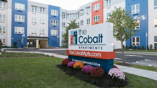 The Cobalt offers 117 one- and two-bedroom units in downtown Somerville, blocks from the New Jersey Transit train station.