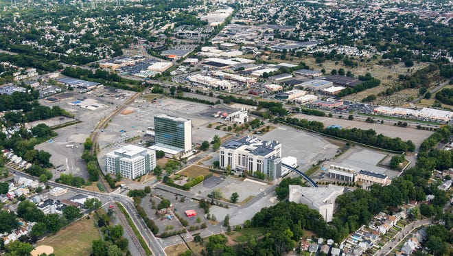 Aerial image of the Hoffmann-La Roche facility in Nutley and Clifton.