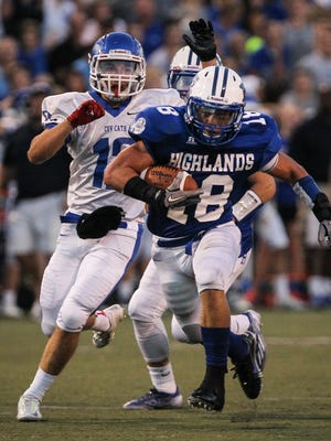 Brady Murray runs back an interception for Highlands during the second quarter against CovCath.