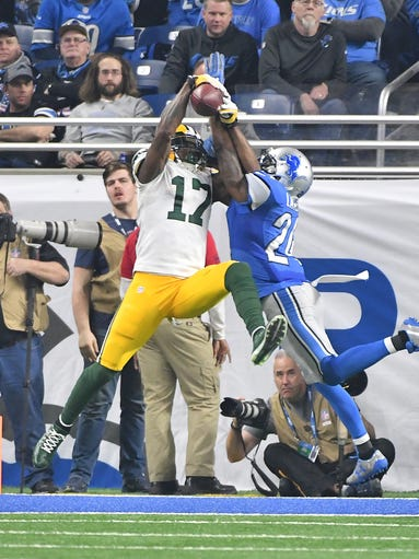 Packers Davante Adams makes a touchdown reception in