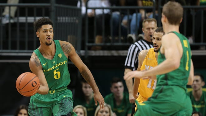 Nov 17, 2016; Eugene, OR, USA; Oregon Ducks guard Tyler Dorsey (5) passes the ball to Oregon Ducks guard Casey Benson (2) in the first half against the Valparaiso Crusaders at Matthew Knight Arena. Mandatory Credit: Scott Olmos-USA TODAY Sports