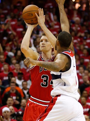 Bulls forward Mike Dunleavy shoots a three-pointer as Wizards forward Trevor Ariza attempts to defend in Game 3 Friday.