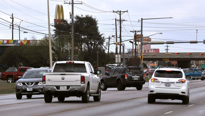 Automobiles make left turns into the Mall of Abilene parking lot and the unnamed road connecting Buffalo Gap Road to Ridgemont Dr. Wednesday Nov. 15, 2017. The Texas Department of Transportation is proposing the addition of medians on Buffalo Gap Road in an effort to ease congestion.