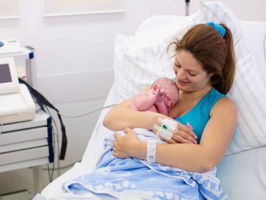 635908938319299232-mom-newborn.jpg