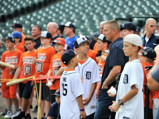 Chase Inge, left, and Tyler Inge look up at their dad, former Tiger Brandon Inge, during batting practice Saturday.