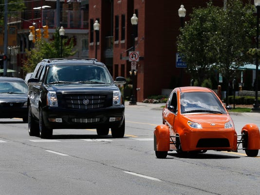 The Elio Has A Three Cylinder 0 9 Liter Engine And Top Sd Of More Than 100 Miles Per Hour It Gets An Estimated 84 Mpg On Highway 49 In