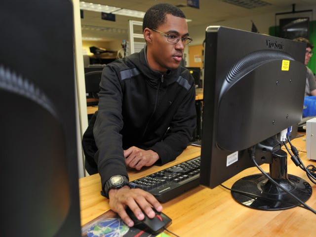 Know a teen looking for work? Offer them this guide