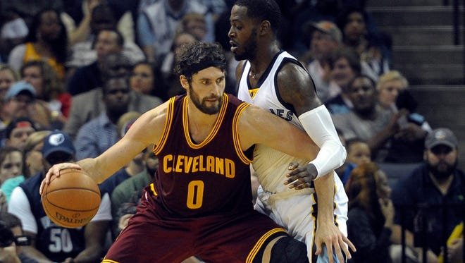Cleveland Cavaliers forward Kevin Love backs down Memphis Grizzlies forward JaMychal Green during the second quarter.