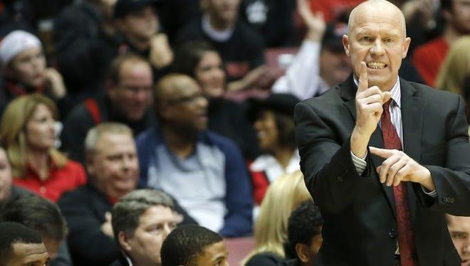 UC associate head coach Larry Davis and the Bearcats will meet UConn in the AAC quarterfinals.
