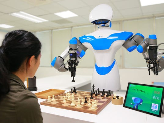 636184559106794281-ITRI-27s-Intelligent-Vision-System-enables-a-companion-robot-to-play-chess-at-CES-2017.jpg