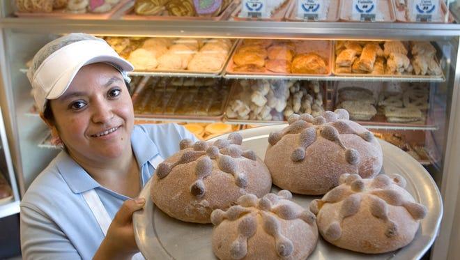 La Purísima tiene todo tipo de pan dulce.