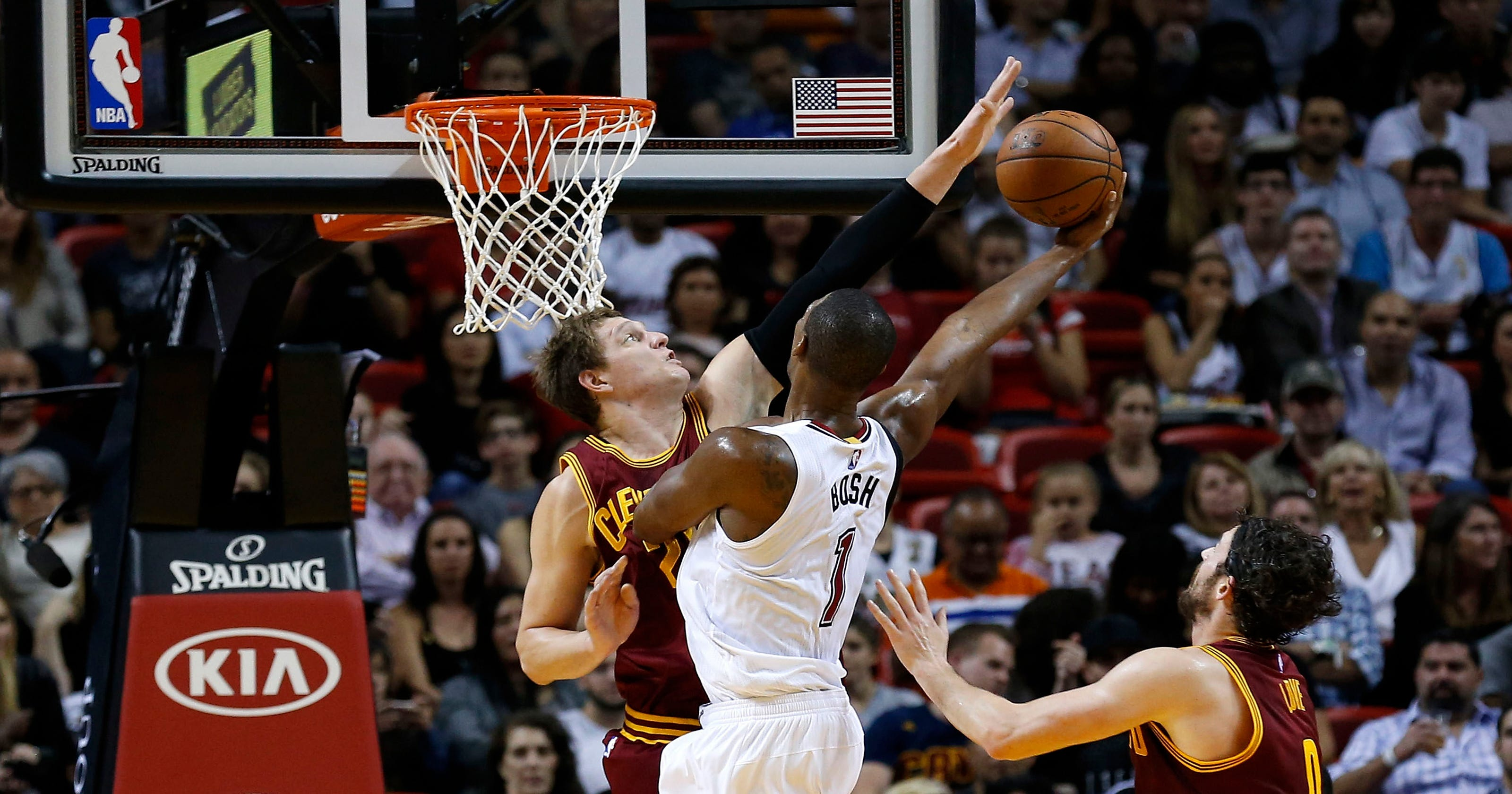 f09c35fd7def22 Heat roll past LeBron-less Cavaliers in Miami