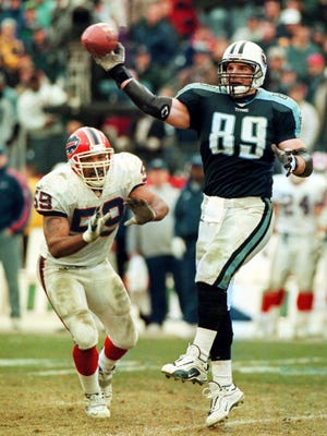 """With Buffalo Bills defender Sam Rogers (59) moving in, the Titans' Frank Wycheck laterals the ball across the field to teammate Kevin Dyson to start the play that became known as the """"Music City Miracle"""" on Jan. 8, 2000."""