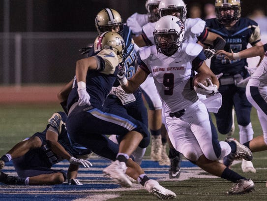 Tulare Western's Patterson Damarin breaks free against