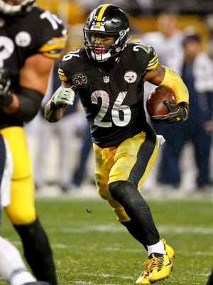 Running back Le'Veon Bell (26) is among eight Steelers who has been selected to play in the Pro Bowl Jan. 28 in Orlando, Fla.