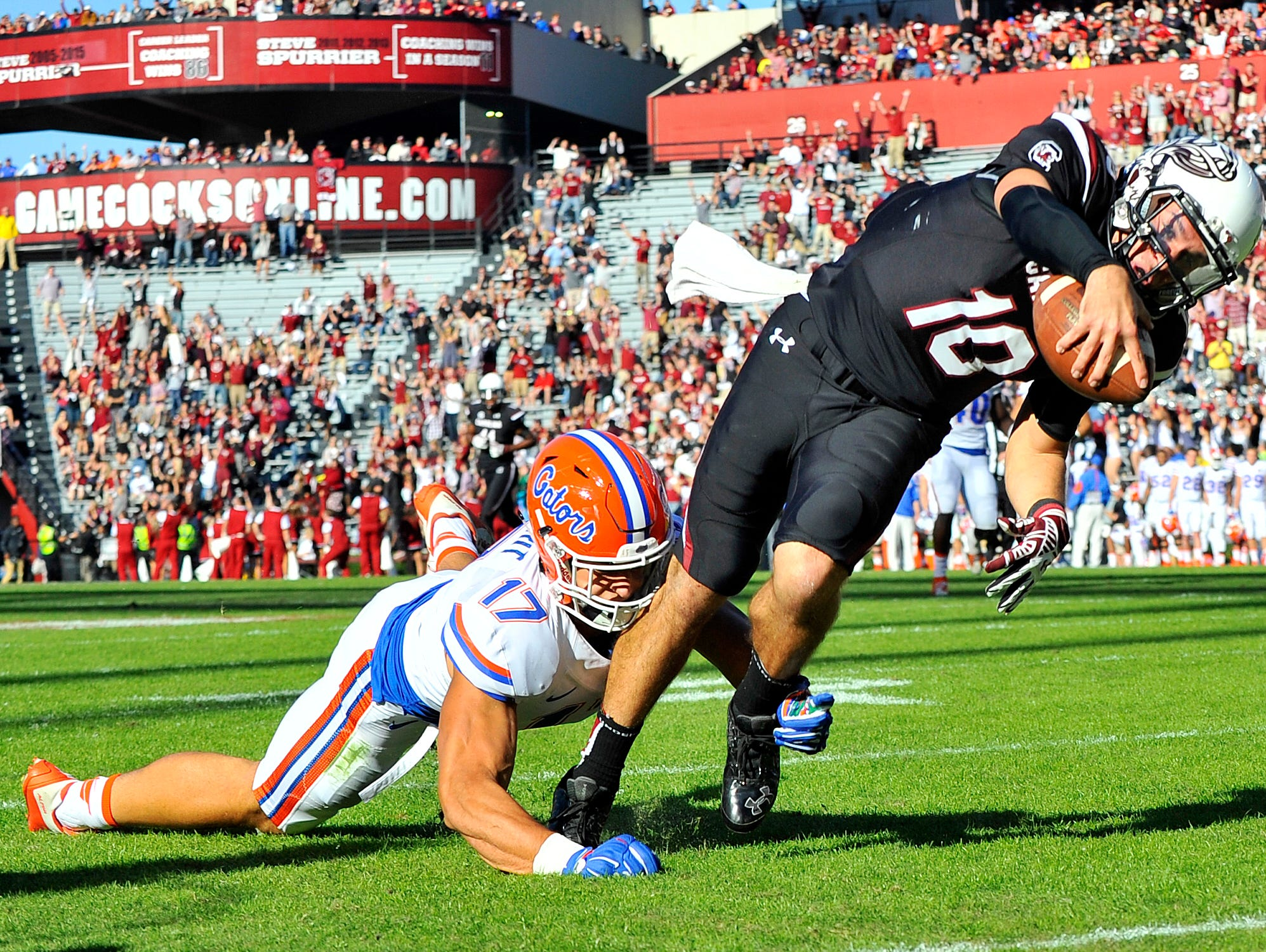 USC quarterback Perry Orth (10) breaks a tackle by Florida defensive end Jordan Sherit (17) for the touchdown at Williams-Brice Stadium in Columbia on Nov. 14, 2015.