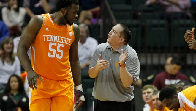 Tennessee  coach Donnie Tyndall, right,  talks with forward Dominic Woodson (55).
