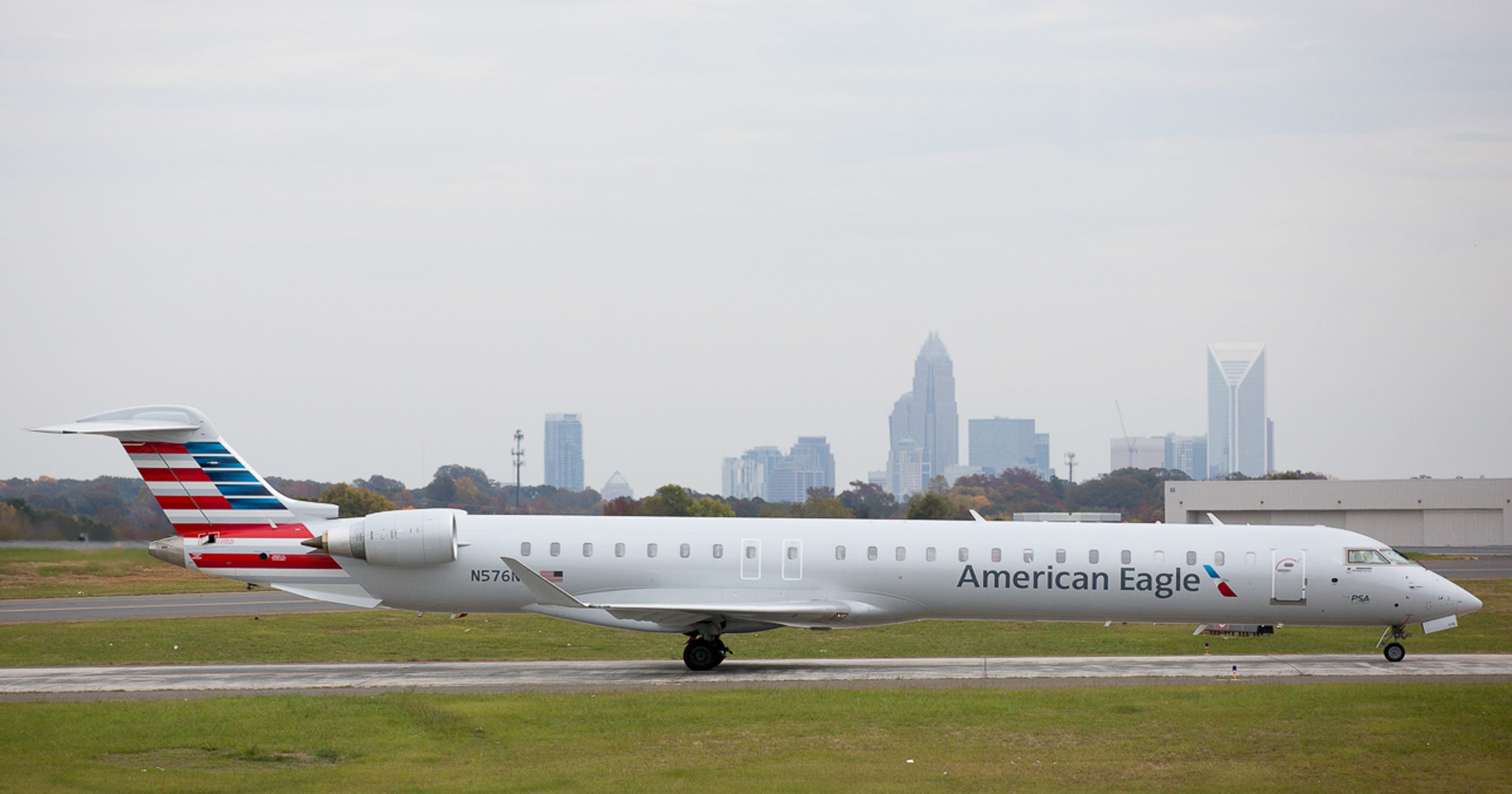 Flight Woes Linger American Airlines Cancels 400 Monday