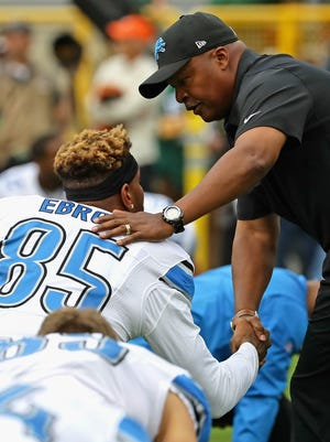 Head coach Jim Caldwell of the Detroit Lions shakes hands with Eric Ebron during warm-ups before a game against the Green Bay Packers at Lambeau Field on September 25, 2016 in Green Bay, Wisconsin.