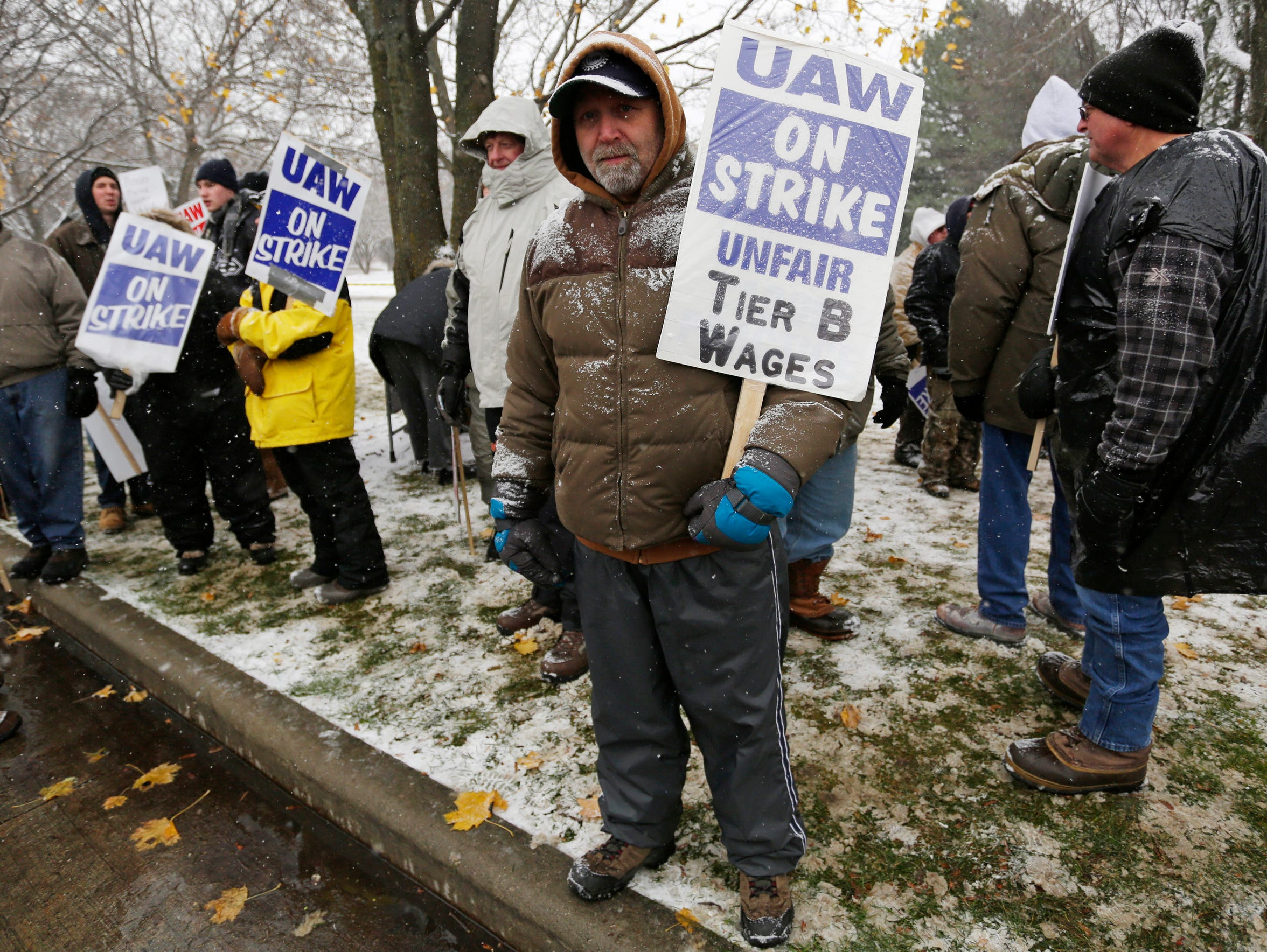 UAW Local 833 members attend a rally for a fair contract
