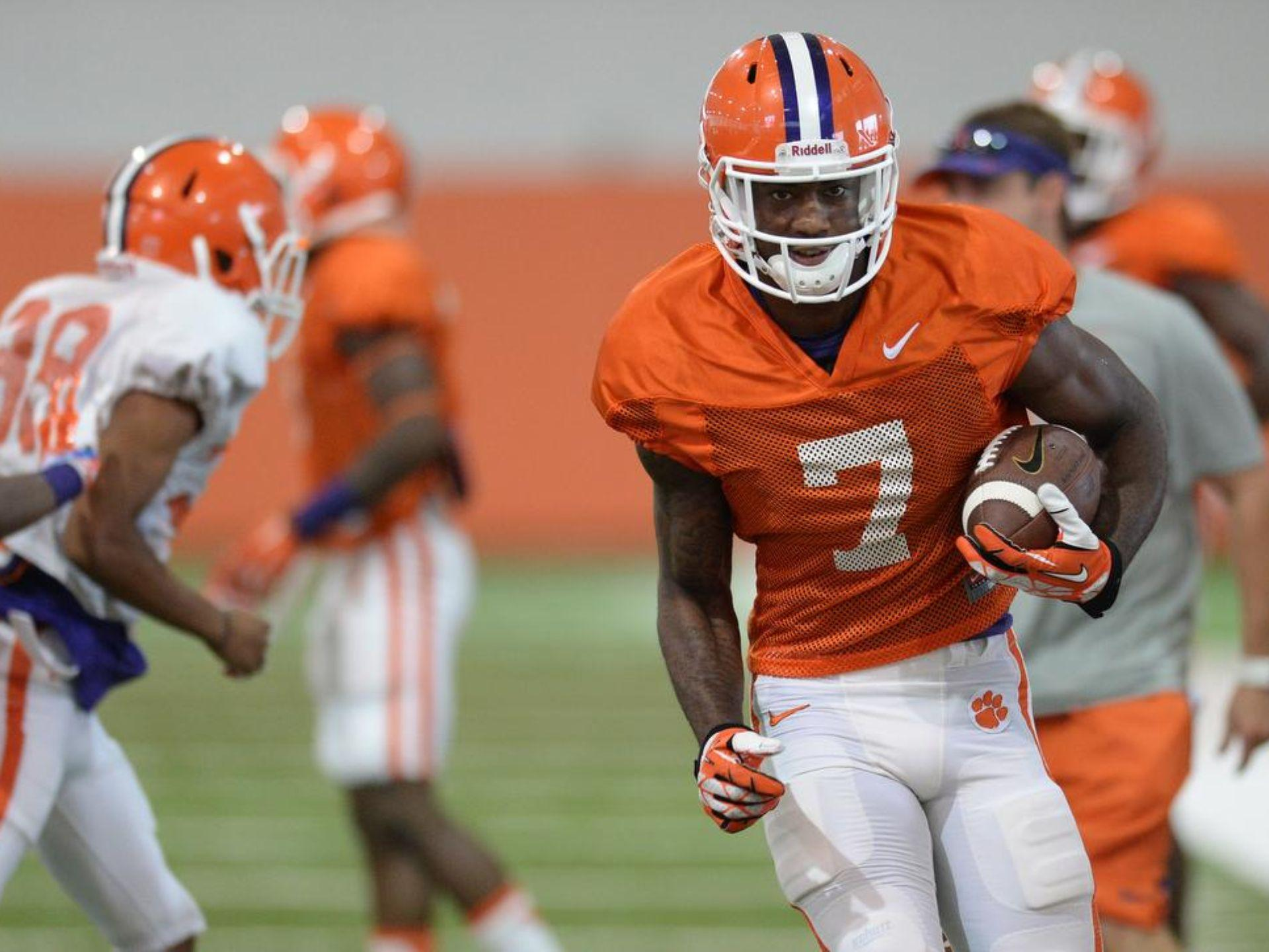 Mike Williams makes a move after a making a catch during Clemson's morning practice session Monday.