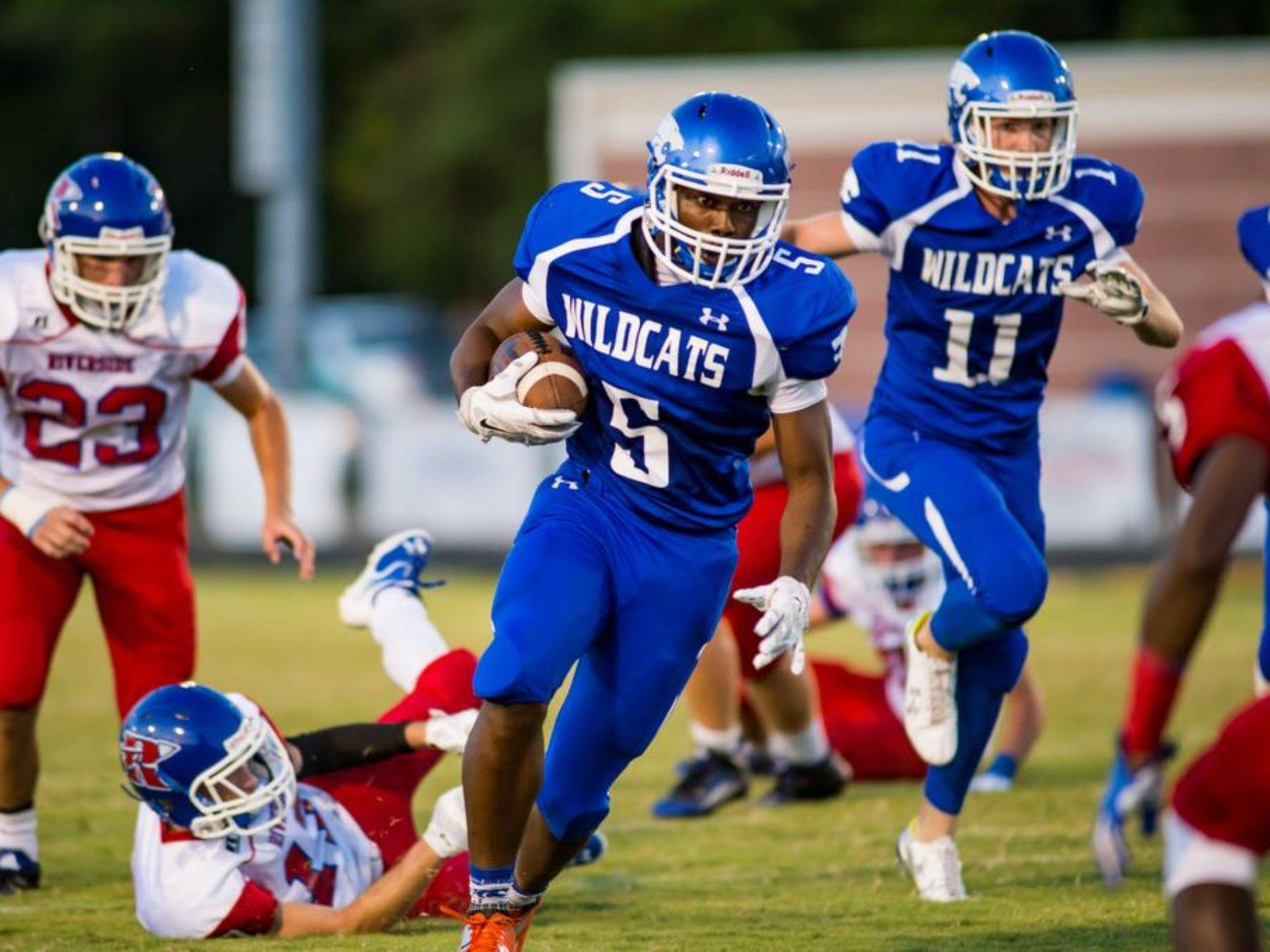 Junior running back Deonte Luster rushed for 193 yards and a touchdown in Woodmont's 32-0 victory against visiting Riverside Friday night.