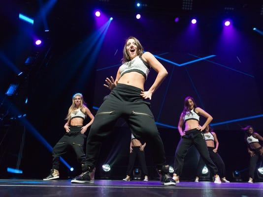 635572657366753871-Knight-moves-dancers.JPG