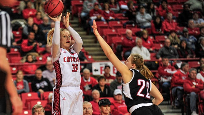 Nicole Seekamp tries for two over Mikaela Shaw as USD takes on UNO at the DokotaDome on January 9, 2015.