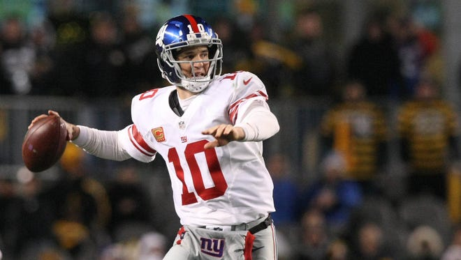 Dec 4, 2016: New York Giants quarterback Eli Manning (10) throws a pass against the Pittsburgh Steelers during the second half at Heinz Field. The Steelers won the game, 24-14.