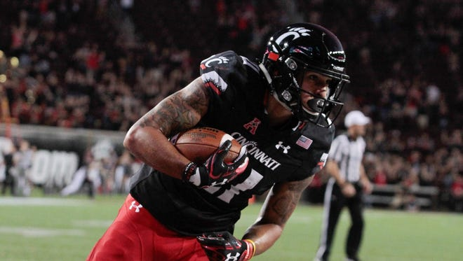 Devin Gray of UC makes the catch on the two point conversion to tie the game late in regulation. The UC Bearcats loose to the SMU Mustangs out of the American West Conference 31-24 in overtime.