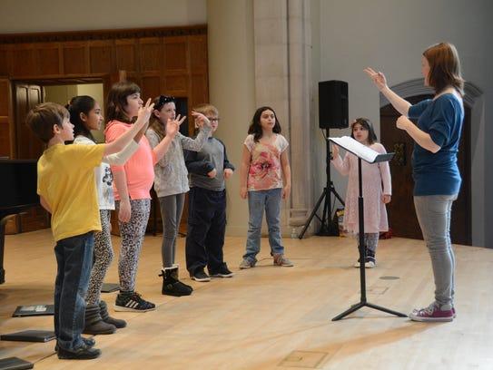 Elizabeth Clifton directs the Cor Capriccio Children's