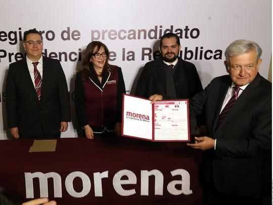 Polevnsky en el registro de López Obrador como precandidato presidencial.