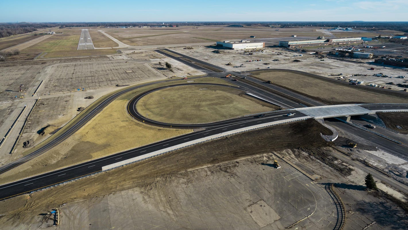 Self-driving vehicle proving ground opens at Willow Run near Detroit